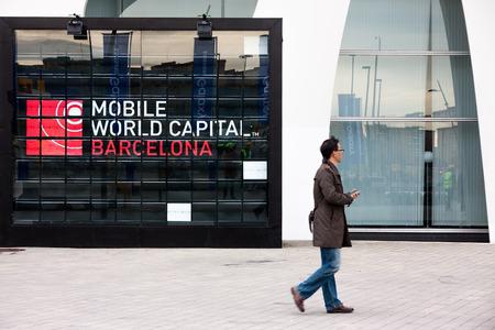 バルセロナ、スペインの 2 月 28 日: 毎年、レポーター、アナリスト、およびビジネスマンに適し数万に降り立ってバルセロナ モバイル世界会議トレ