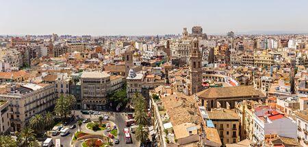 edad media: VALENCIA-junio 24: torre de Santa Catalina el 24 de junio de 2016 Valencia, España. Santa Catalina es la única iglesia gótica en la ciudad y data de la Edad Media.