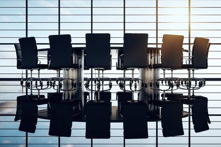 Sala riunioni in controluce con tavolo e sedie sullo sfondo di una grande finestra con riflessione, concetto di lavoro di squadra. Rendering 3D