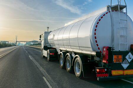 Tanklastwagen Standard-Bild