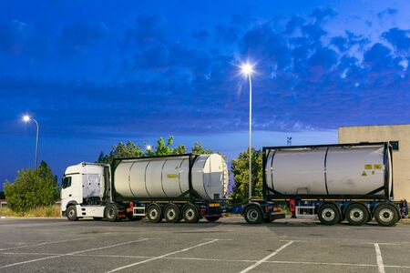 Mega truck with tank containers, new European format consisting of two semi-trailers and up to sixty tons of gross cargo