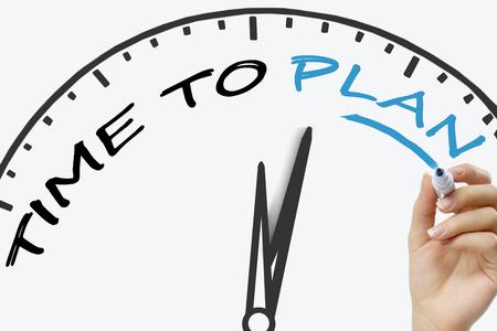 gestion empresarial: Tiempo mano escrito a aprender el concepto con un marcador azul en la placa transparente toallita. Concepto asesoramiento y servicios de apoyo.