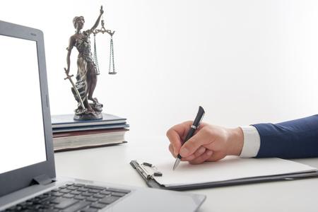 Concept de droit, de conseil et de services juridiques. Avocat et avocat ayant une réunion d'équipe au cabinet d'avocats.