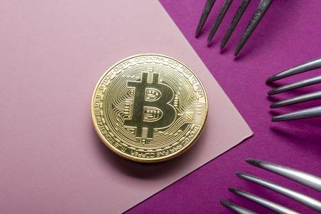 ビットコイン金貨。暗号通貨の概念。仮想通貨の背景。 写真素材 - 97962034