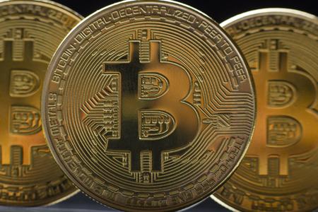 ビットコイン金貨。暗号通貨の概念。仮想通貨の背景。 写真素材 - 97962042
