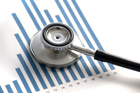 statistique: Stethoscop sur un graphique Banque d'images