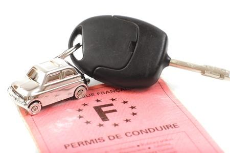 Auto chiave con poco portachiavi in ??forma vettura Archivio Fotografico
