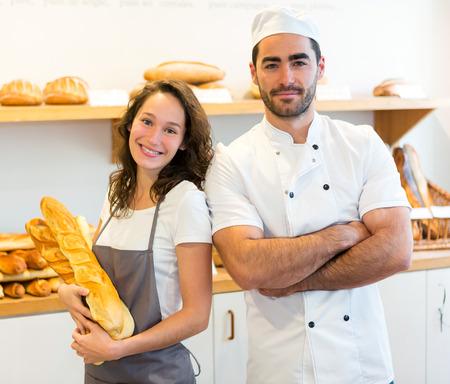 Mening van een Team van bakkers werken in de bakkerij Stockfoto