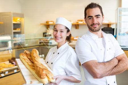 パン屋のパン屋で働くチームのビュー