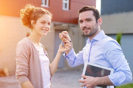clave sol: Vista de una entrega del agente de bienes ra�ces de llaves