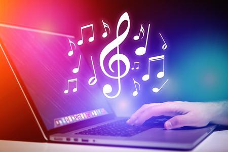 vue Concept de listenning musique sur un appareil - le concept de la technologie Banque d'images