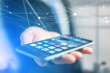 vue d & # 39 ; une main tenant smartphone avec l & # 39 ; interface du système de contrôle et de connexion réseau