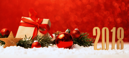 Vista di un felice anno nuovo sfondo 2018 con decorazioni natalizie