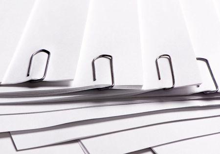 ordelijk: Ordelijke papier, geknipt en klaar om uitdelen