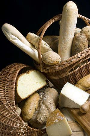 Ein Sortiment von Käse und Brot  Standard-Bild - 623896
