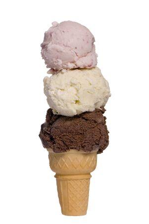 초콜렛, 딸기 및 바닐라를 가진 3 배 갑판 아이스크림 콘 스톡 콘텐츠