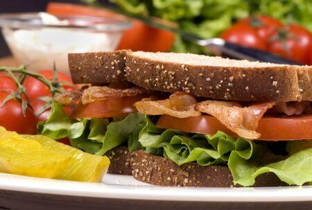 optionnel: Un BLT frais avec un bon nombre de lard, de tomates fra�ches, et de mayo de laitue... est facultatif. Banque d'images