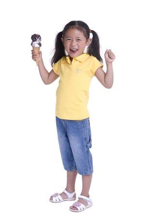 Ein junges Mädchen mit einem Sommer behandeln. Eiscreme.  Standard-Bild - 1269148