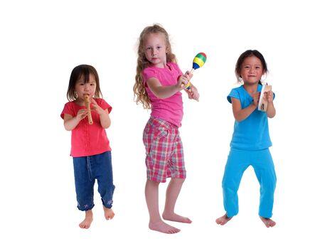 pandero: Una muchacha joven que crece para arriba. Ni�ez, aprendiendo, exploraci�n, m�sica.