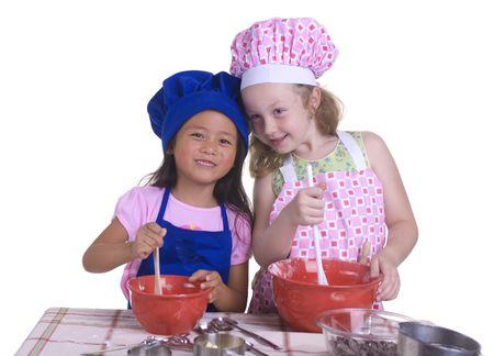 Ein junges Mädchen Spaß in der Küche ein Chaos .... ich meine, etwas ganz besonderes ..... Bildung, Lernen, Kochen, Kindheit  Standard-Bild - 1351749