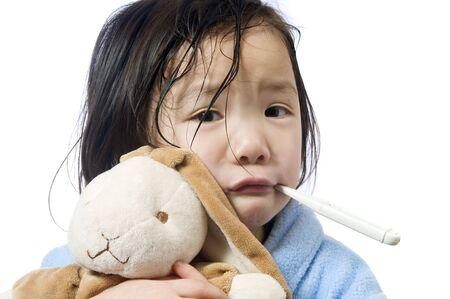 Ein junges Mädchen ist krank und mit ihr die Temperatur. Standard-Bild - 3482240