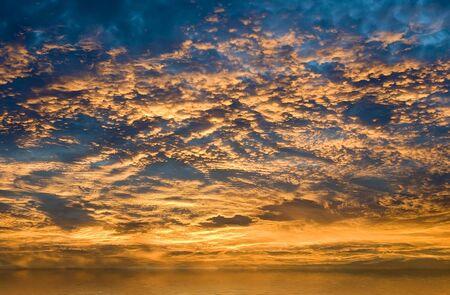霧水のカラフルな日の出 写真素材
