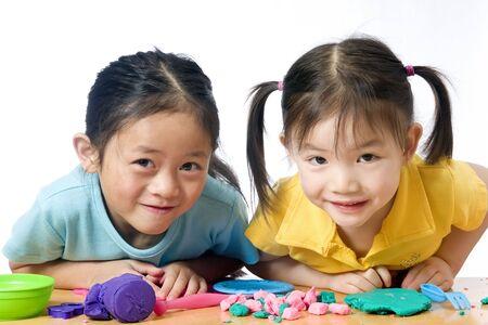 Mädchen spielen zusammen Standard-Bild - 3523031