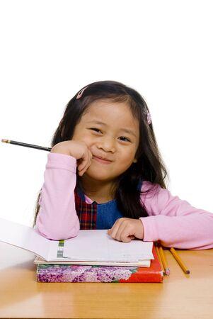 ni�os escribiendo: Una ni�a est� listo para la escuela. Educaci�n, futuro Foto de archivo