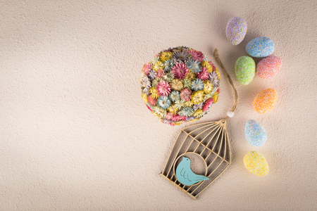 Composition of Easter decorations on light textured background, top view 스톡 콘텐츠