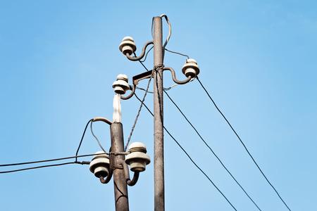 Strommast, Vögel Auf Draht Und Blauer Himmel Bei Sonnenuntergang ...