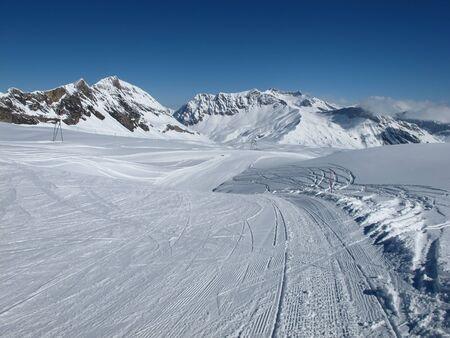 saanenland: Ski slope, ski lift and Sanetsch Pass