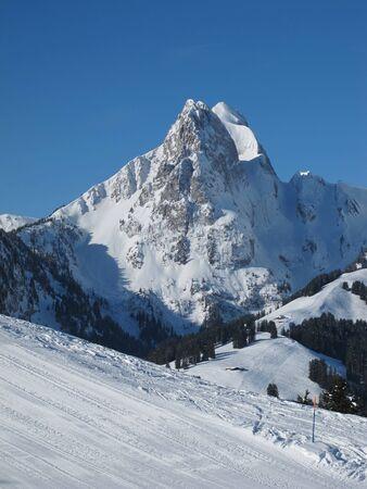 canton berne: Impressive mountain Rüeblihorn, Gstaad