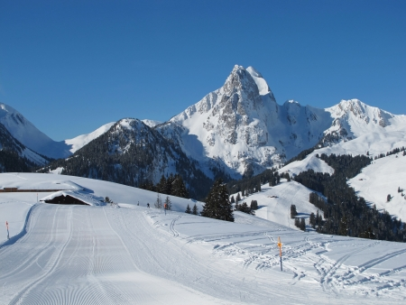 gstaad: Beautiful ski area Eggli, mountains
