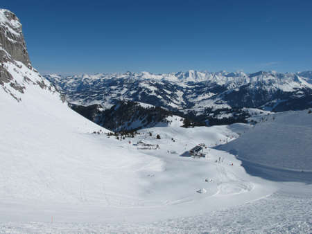 saanenland: View from the ski area Videmanette, mountains