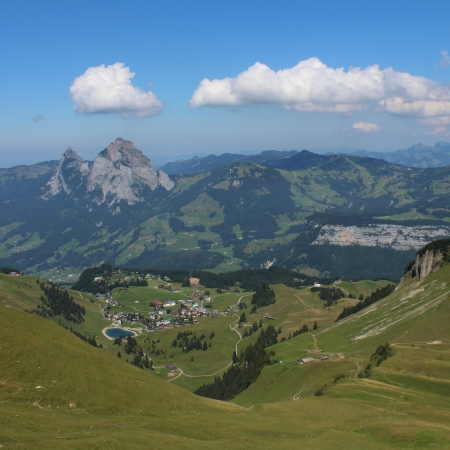 gr: Idyllic vilage and holiday resort Stoos, Central Switzerland
