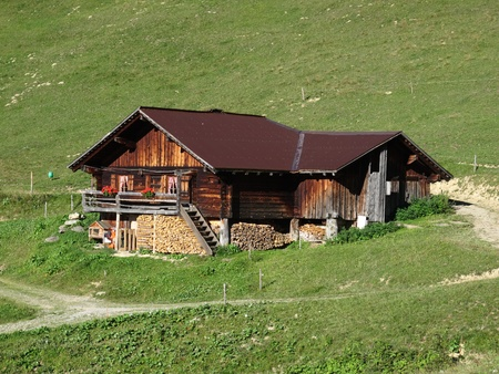 bernese oberland: Traditional old farm house in the Bernese Oberland, Swiss Alps