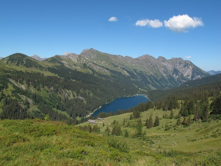 canton berne: Beautiful blue lake Arnensee and mountains, summer scene in the Swiss Alps