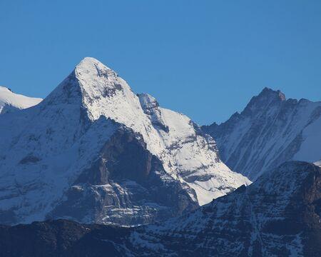 snow capped: Cumbres nevadas en el Oberland bern�s