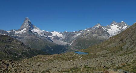 wallis: Matterhorn and lake Stellisee