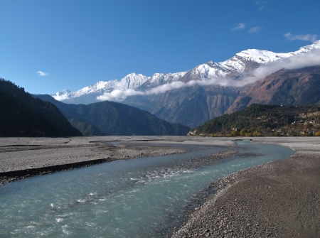 snow capped: Marsyangdi River and snow capped mountains, Nepal