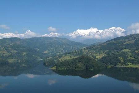 tal: Beautiful lake Begnas Tal and snow capped Annapurna Range Stock Photo