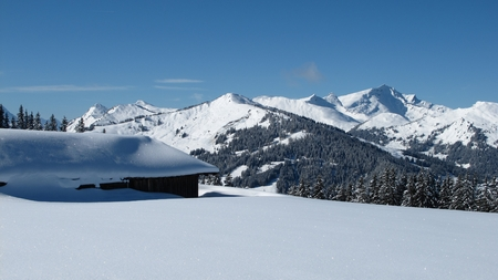 canton berne: View from the Wispile to Gsteig winter hiking route Stock Photo