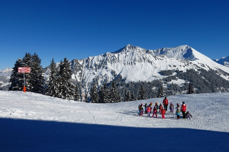 saanenland: Warm up for skiing, scene in the Wispile ski area
