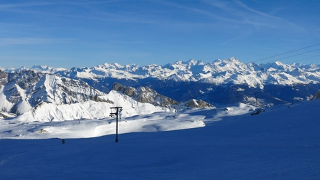 saanenland: View from the glacier de Diablerets, ski area