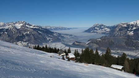 sargans: Beautiful skiing day in the ski area Pizol