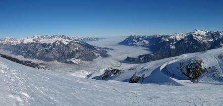 st  gallen: Mar de niebla y las monta�as en Cant�n de Sankt Gallen Foto de archivo