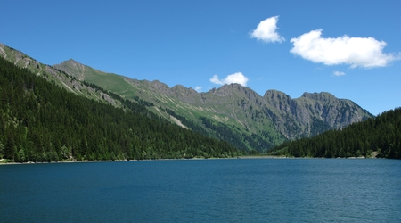 gstaad: Lake Arnensee and mountains, scene near Gstaad