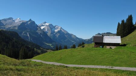 saanenland: Summer scene on the trekking route from Lauenen to Gsteig bei Gstaad
