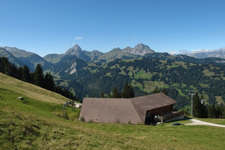gstaad: Wispile cable car and mountains, summer scene in Gstaad Stock Photo