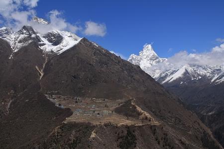 sherpa: Phortse Sherpa village on the way to Everest Base Camp Ama Dablam Stock Photo